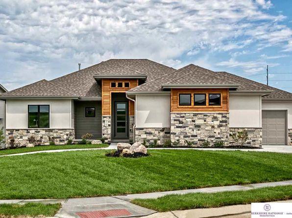 96 Oaks Ln, Omaha, NE 68137