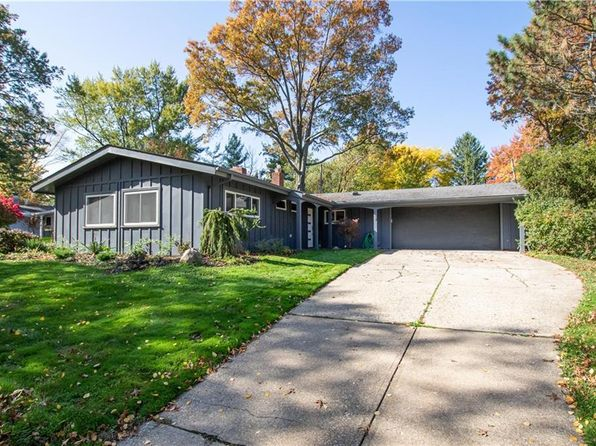 Queenswood Dr, Bay Village, OH 44140