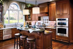 Mid range traditional kitchen design ideas pictures for Mid range kitchen cabinets