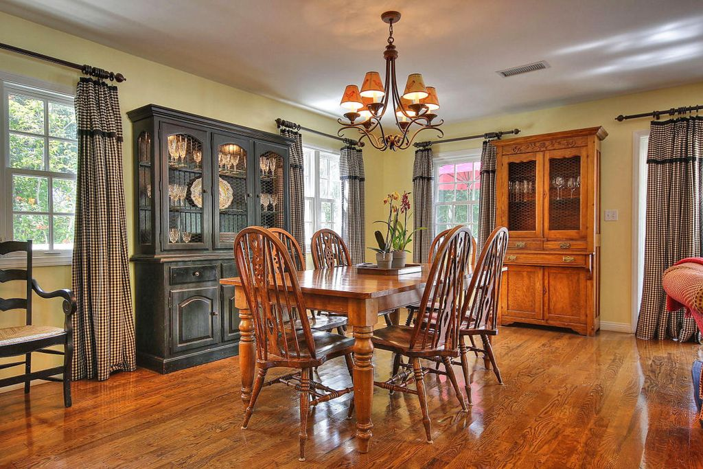 Country dining room in santa barbara ca zillow digs - Country dining room pictures ...
