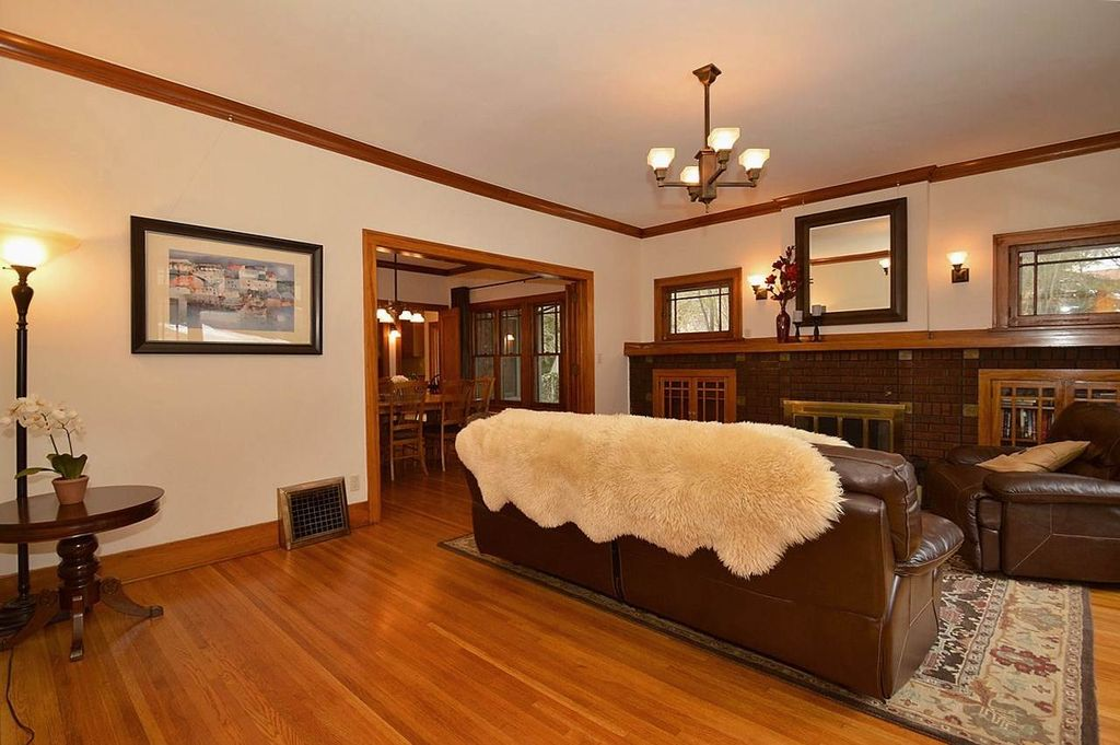 Craftsman living room with carpet hardwood floors in for Craftsman living room design ideas