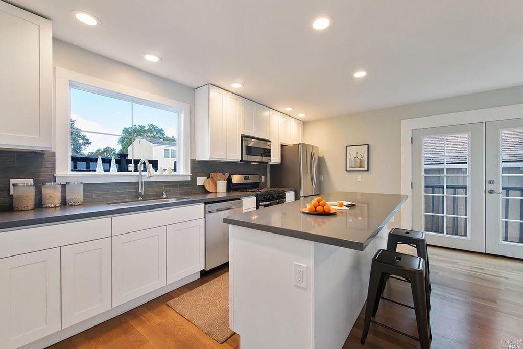 Contemporary Kitchen With High Ceiling Amp Breakfast Bar In