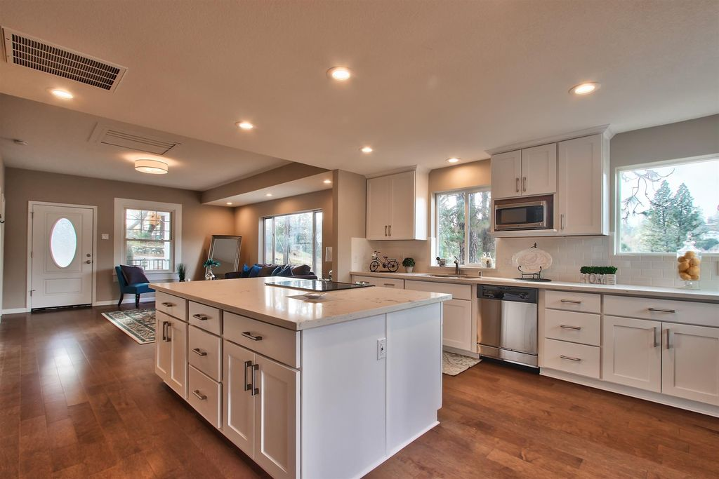 Traditional Kitchen With European Cabinets Complex Marble Counters In Colfax Ca Zillow Digs