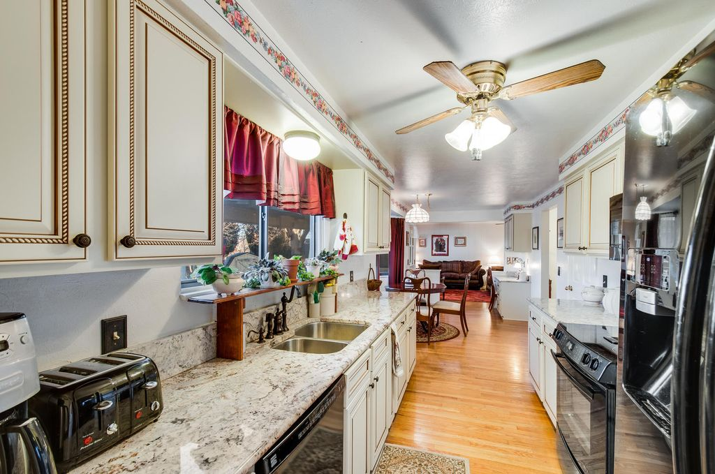 Traditional Kitchen With Hardwood Floors High Ceiling In