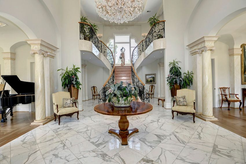 Traditional Entryway With Columns amp High Ceiling Zillow Digs