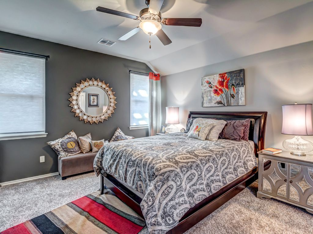Contemporary guest bedroom in edmond ok zillow digs for Contemporary guest bedroom ideas
