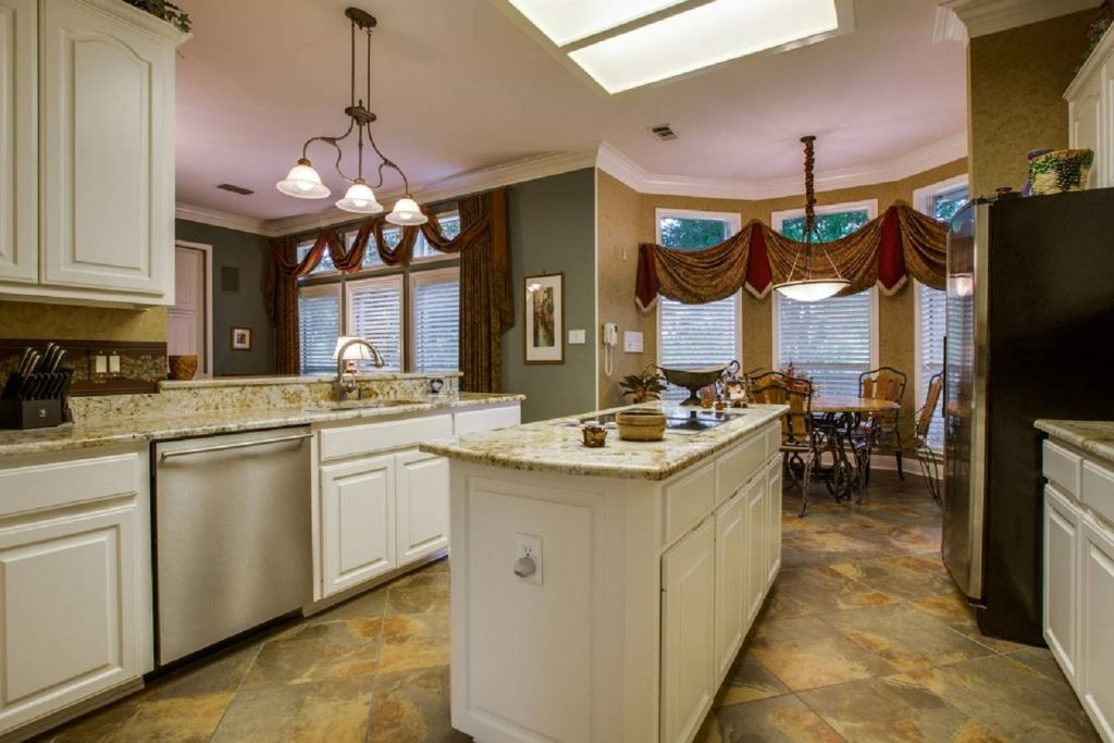 Traditional kitchen with high ceiling breakfast nook in for Q kitchen san antonio tx
