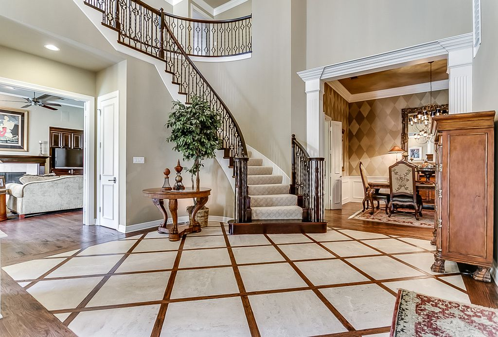 Traditional entryway in plano tx zillow digs for Foyer wood floor designs