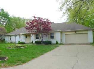6523 NW Fairway Dr , Parkville MO