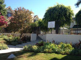 6852 Hatillo Ave Apt B, Winnetka CA