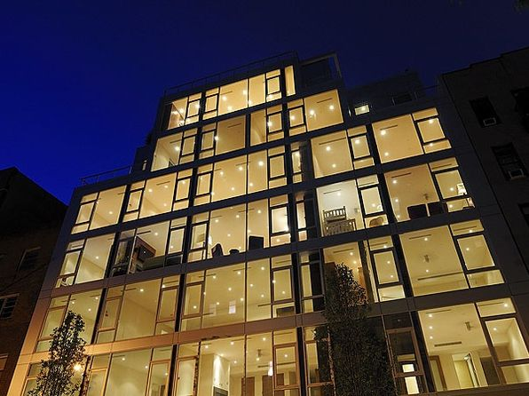 Luxury doorman building astoria real estate astoria for Luxury houses for sale new york