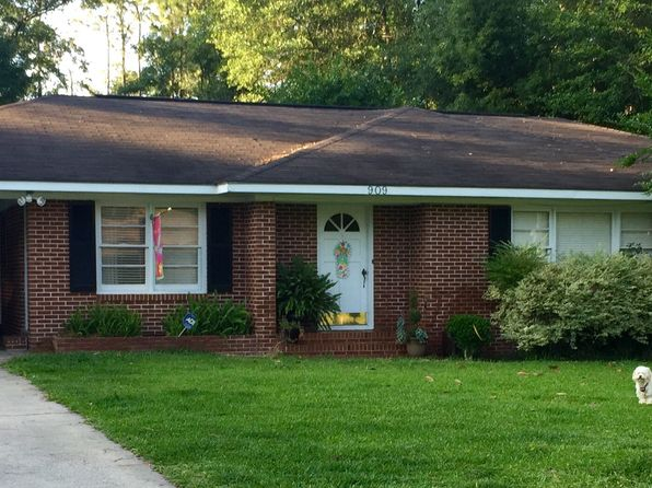 Swimming pool waycross real estate waycross ga homes for Homes with inground pools for sale near me