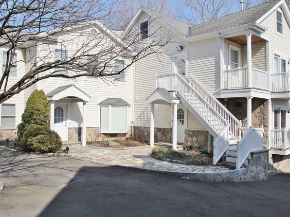 Updated townhouse greenwich real estate greenwich ct for Greenwich townhomes for sale