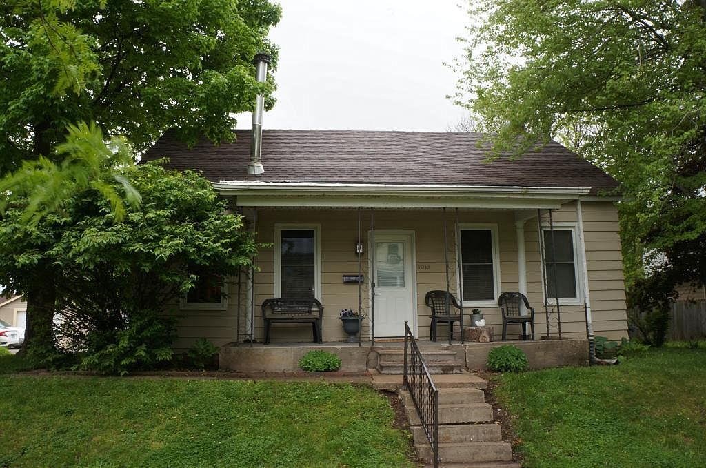 1015 N Central Ave Burlington Ia 52601 Mls 5569169 Zillow