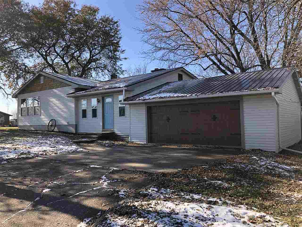 401 W Division St Neillsville Wi 54456 Zillow