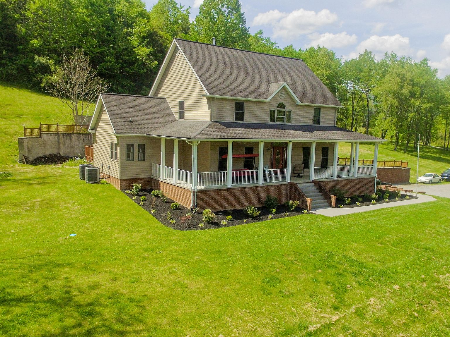 482 Simon Drive Big Stone Gap Va 24219 Mls 9908815 Zillow