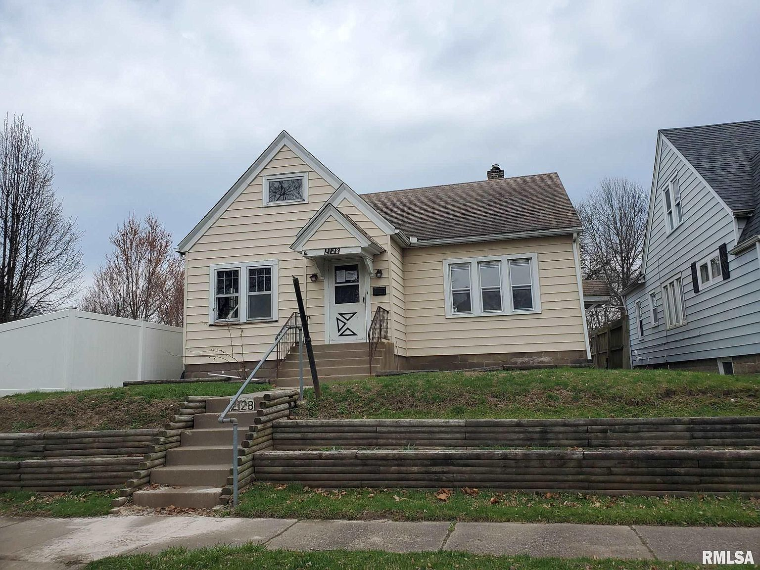 2128 3rd St Moline Il 61265 Zillow