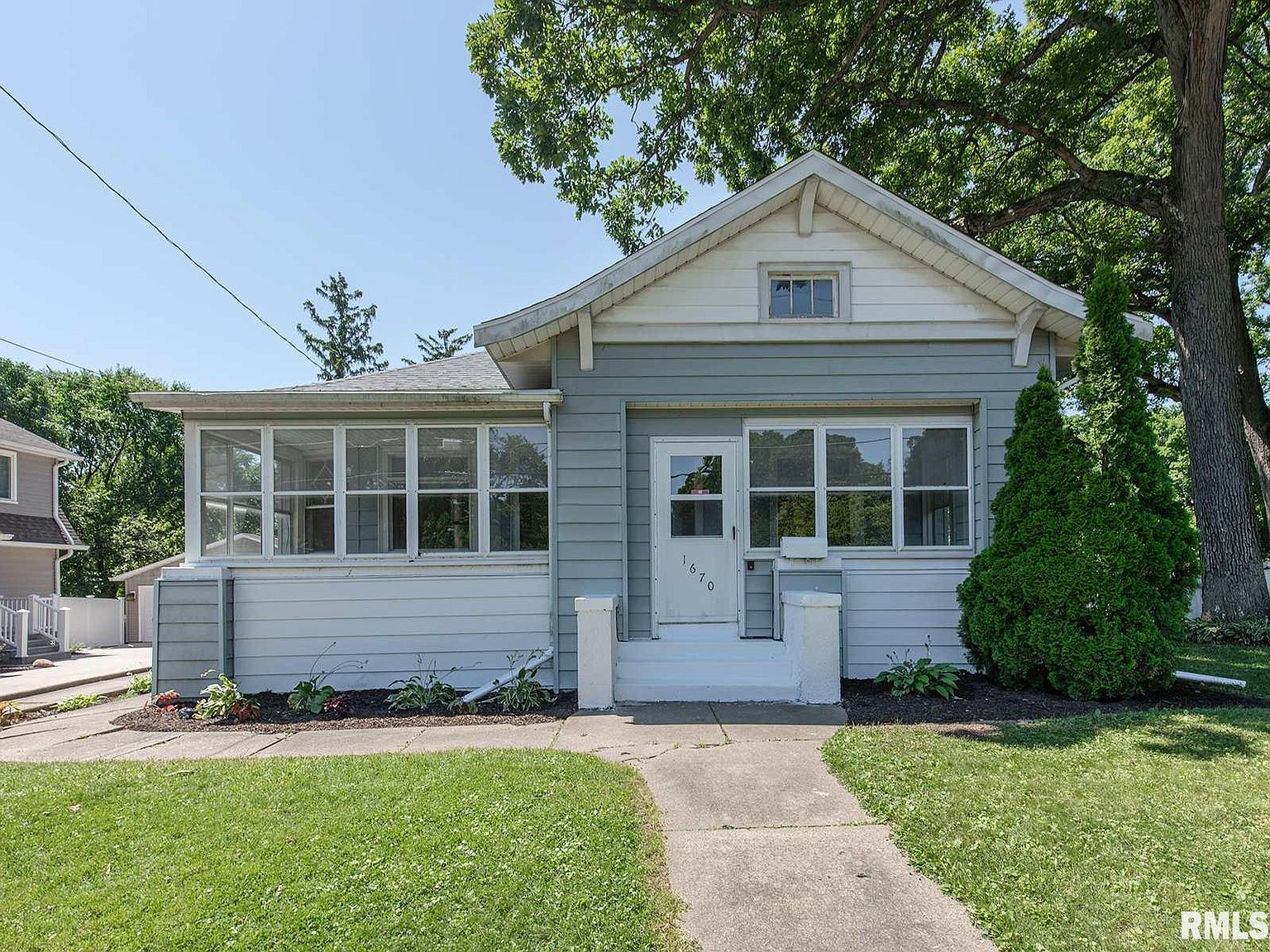 1670 30th Ave Moline Il 61265 Zillow