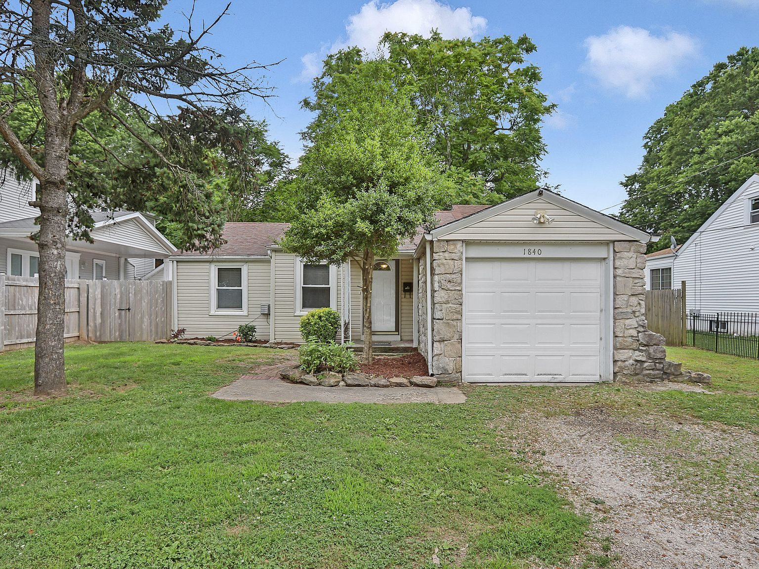 1840 S Jefferson Ave Springfield Mo 65807 Mls 60166971 Zillow