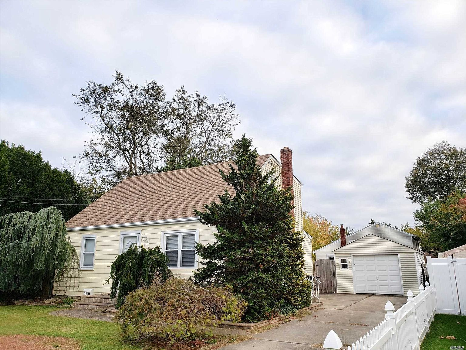 150 Pleasantview Ct Copiague Ny 11726 Zillow