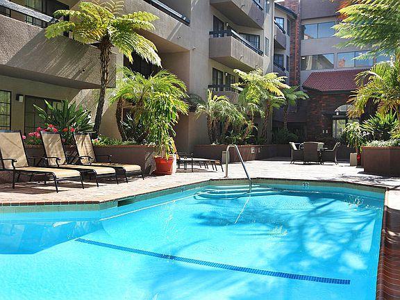 Savoy West Apartment Rentals - Los Angeles, CA | Zillow