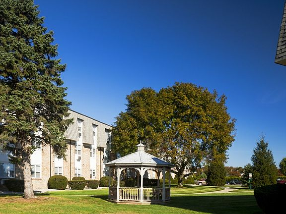 The Landings on the Trail Apartment Rentals - Riverside, RI