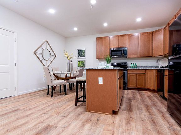 Brilliant Meadowridge Apartments Home Interior And Landscaping Mentranervesignezvosmurscom