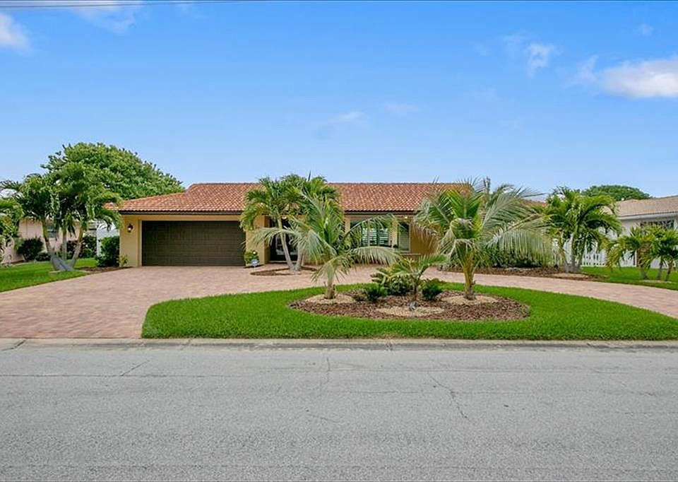 Wondrous 352 Dorset Dr Cocoa Beach Fl 32931 Mls 840008 Zillow Home Interior And Landscaping Ologienasavecom