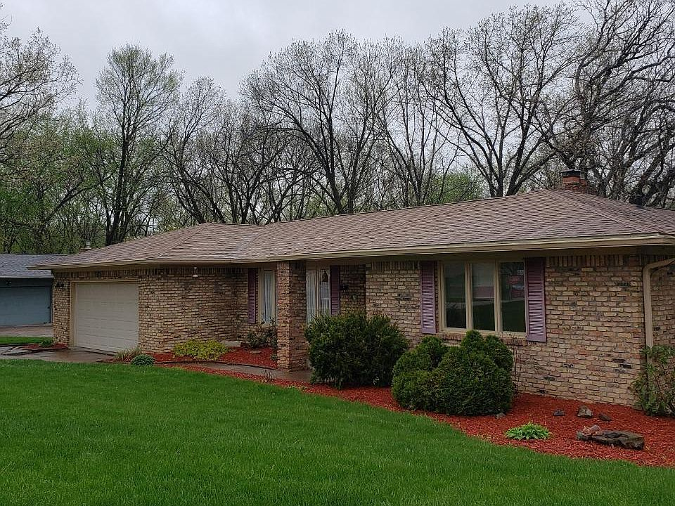 2123 Lincolnwood Dr East Moline Il 61244 Mls Qc4211147 Zillow