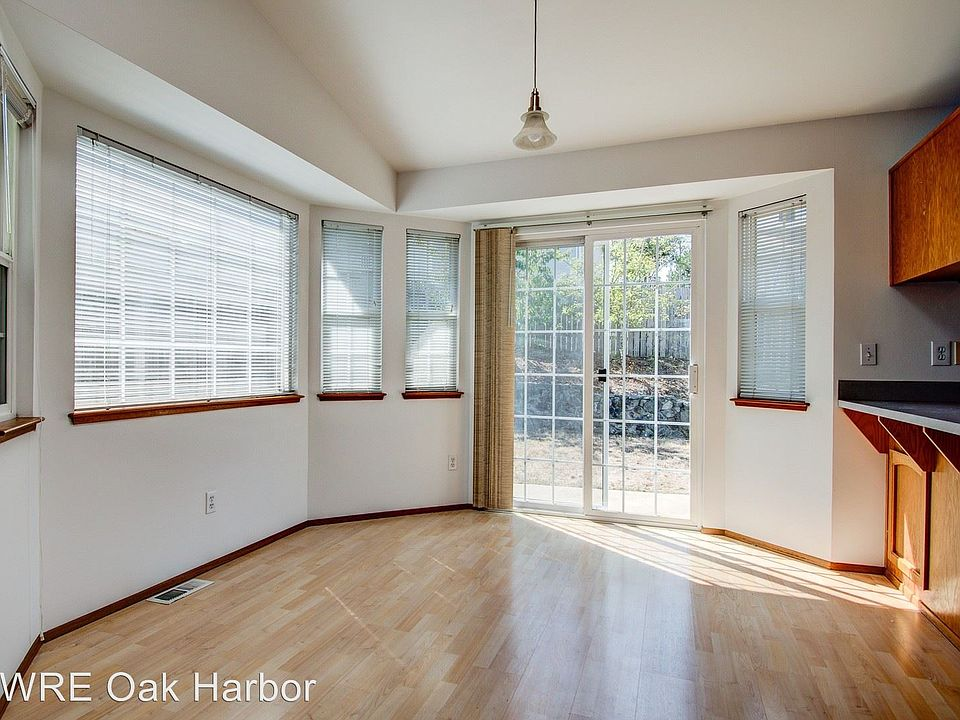 1725 Sw Nienhuis St Oak Harbor Wa 98277 Zillow