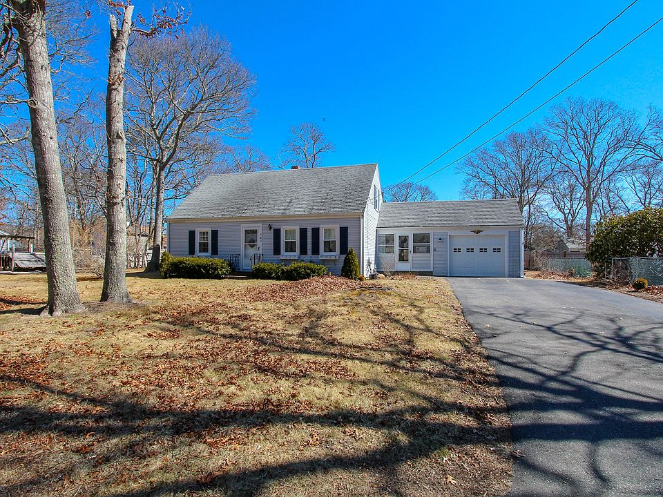 142 greenwood ave hyannis ma 02601 mls 21902393 zillow rh zillow com