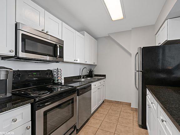 Manhattan Apartment Rentals - Chicago, IL | Zillow