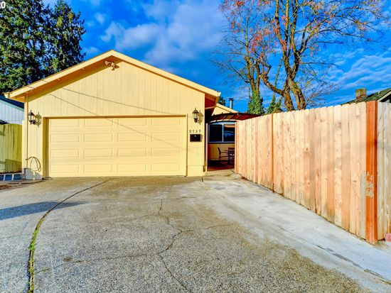 9739 Se Claybourne St Portland Or 97266 Zillow