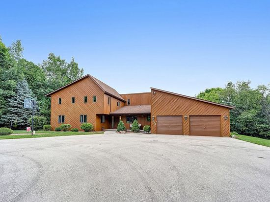 1433 Whitewater Dr Manitowoc Wi 54220 Zillow