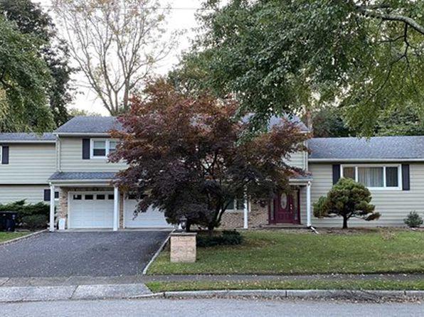 132 Midwood Rd, Paramus, NJ 07652