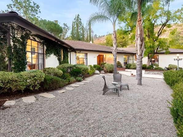 5055 Hook Tree Rd, La Canada Flintridge, CA 91011
