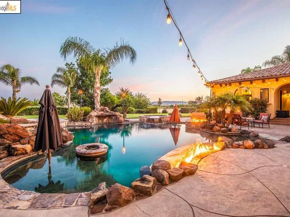 Swimming Pool Brentwood Real Estate 20 Homes For Sale Zillow