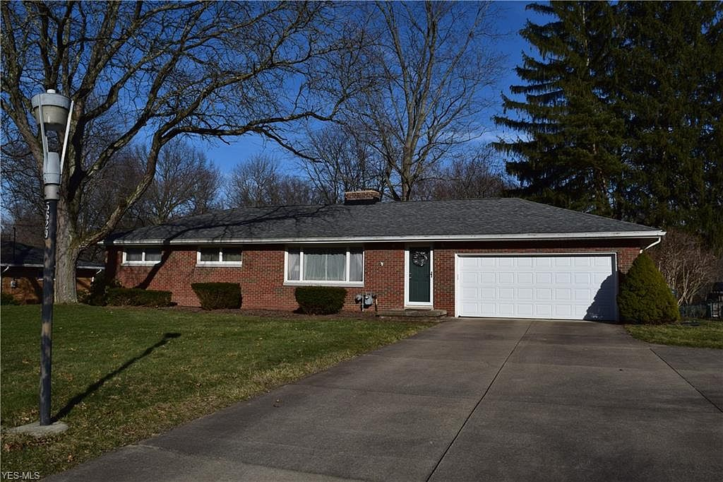 5629 Bonnie Lou Dr New Franklin Oh 44319 Mls 4173729 Zillow
