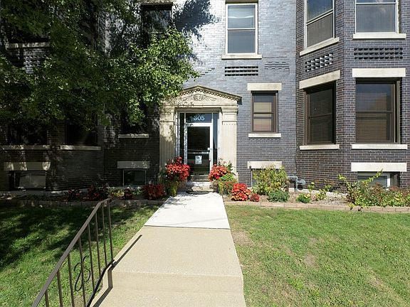 305 W Monroe St Bloomington Il 61701 Apartments For Rent Zillow