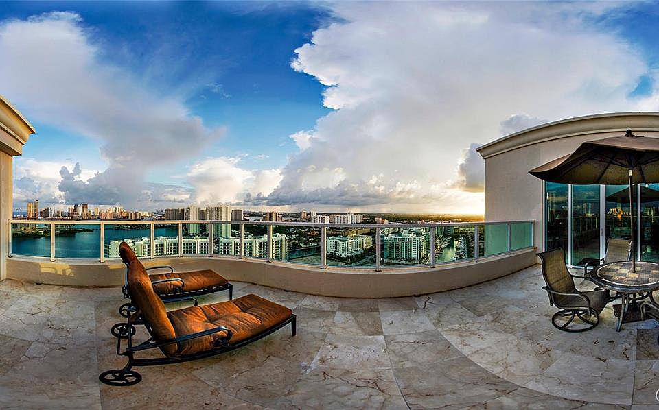 18 penthouse Beach Colony
