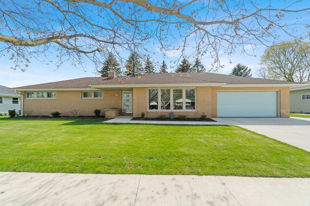 1625 Orchard Dr Manitowoc Wi 54220 Zillow