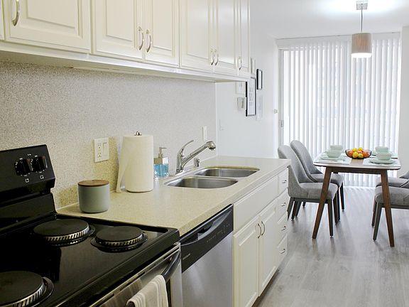 Barrington Plaza Apartment Rentals Los Angeles Ca Zillow