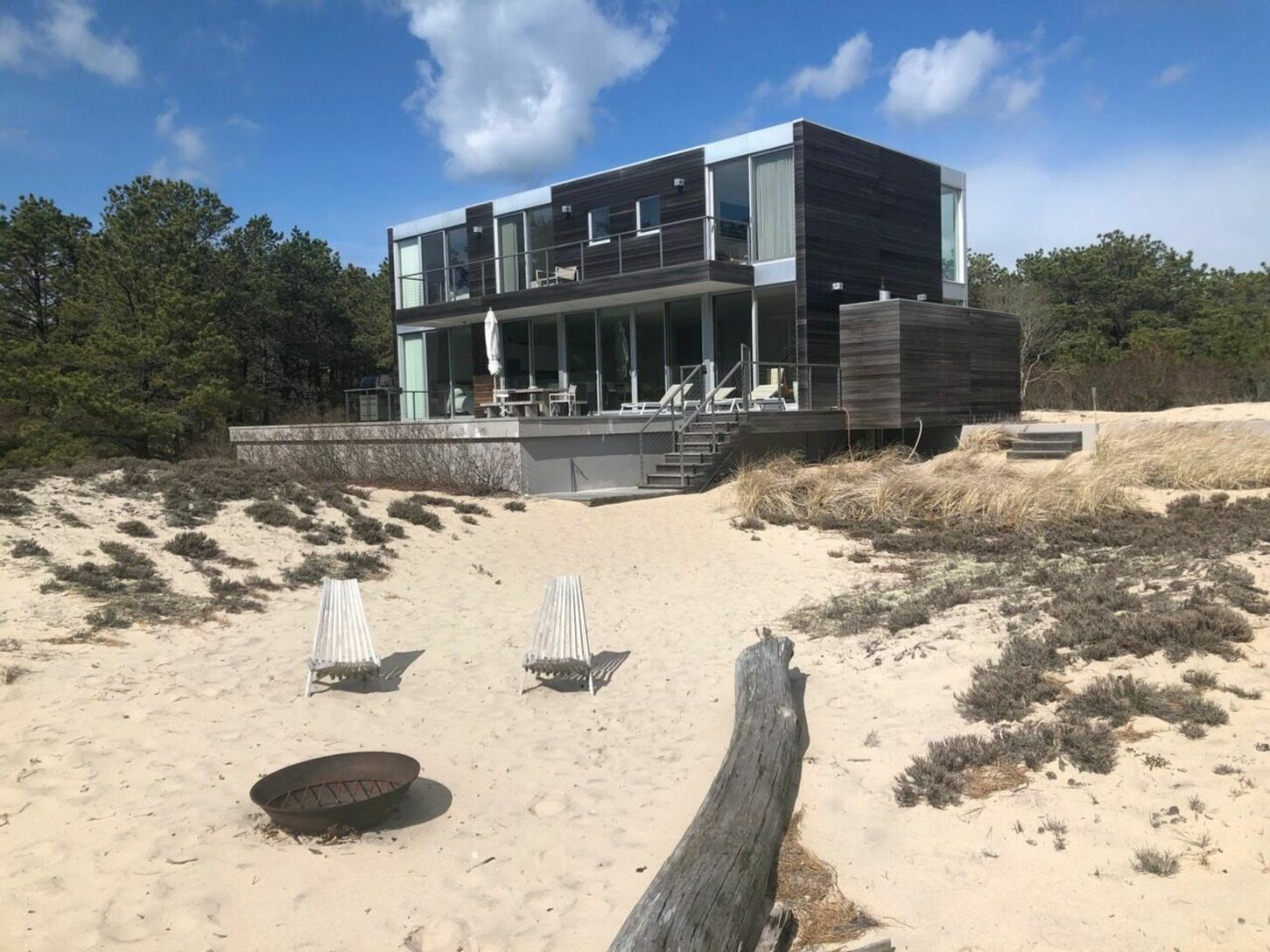 Modern Beach House Situated in Amagansett Dunes!