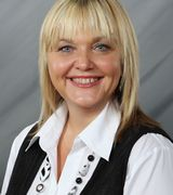 Candy Reaves, Real Estate Agent in Davenport, IA
