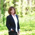 Laura Hall-Santarelli, Real estate agent in Lakeport