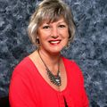 Lisa Bailey, Real estate agent in Mustang