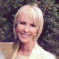 Karen Santa, Real estate agent in Bellevue