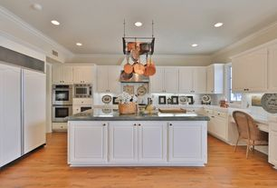 Mid range traditional kitchen design ideas pictures for Kitchen design zillow