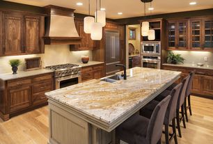 Craftsman Kitchen With Kitchen Island With Seating