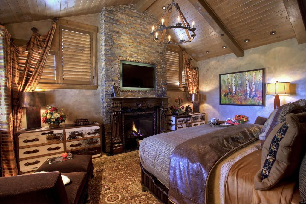 Rustic Master Bedroom By Beverly Voss Zillow Digs Zillow